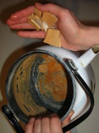 Чем убрать накипь из чайника в домашних условиях 690