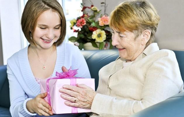 Что подарить родителям пенсионерам