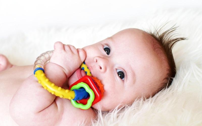 Первый зуб у малыша