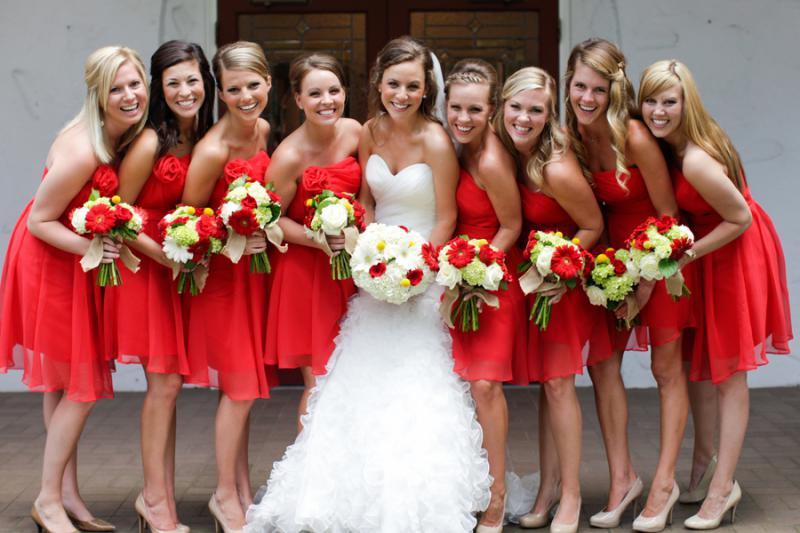 Как выбрать платья подружкам невесты