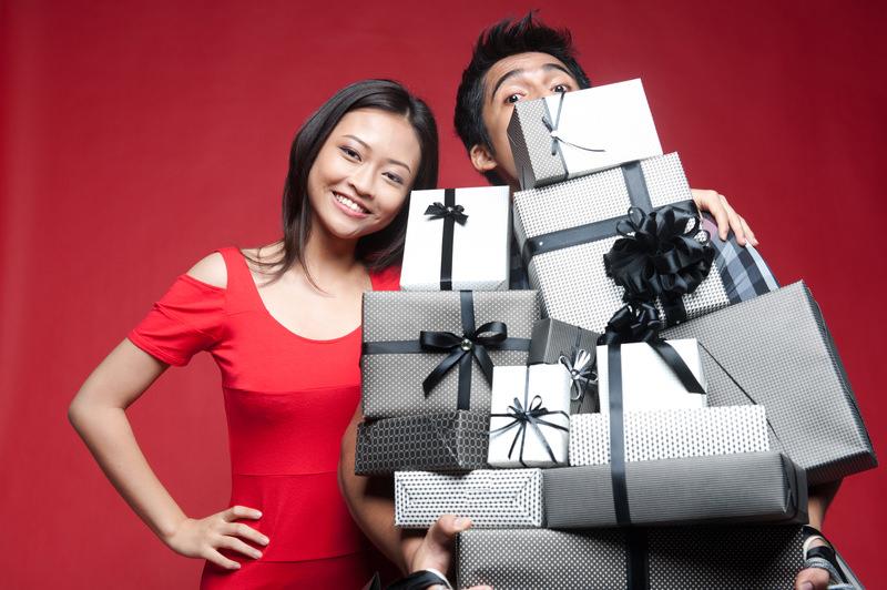 Что подарить родственникам мужа