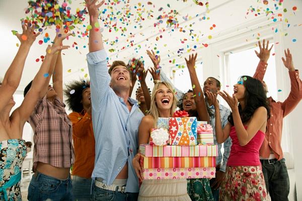 Как необычно поздравить подругу с днем рождения сценарий